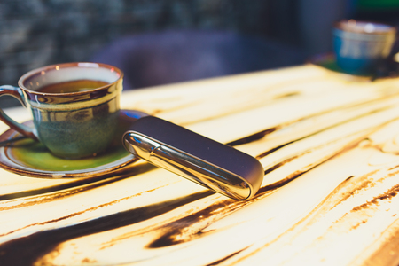heat - not - burn tobacco product technology. e - cigarette table. 版權商用圖片