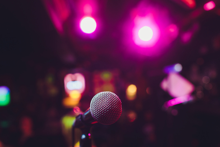 Microphone on stage against a background of auditorium Banque d'images - 122557451