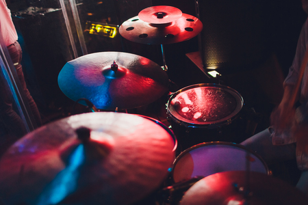 Drum kit on stage in the spotlight color Imagens - 124644524