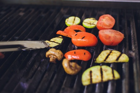 vegetables on the grill over low heat for preparing Imagens