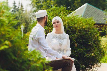 Nationale Hochzeit. Braut und Bräutigam. Moslemisches Hochzeitspaar während der Trauung. Muslimische Ehe.