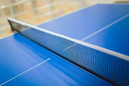 蓝色颜色网球桌,空的特写镜头。