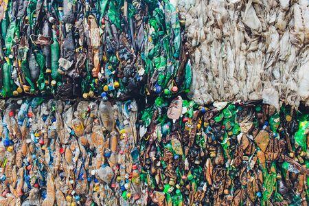 Ufa, Russia, 1 luglio 2019: Grande pila di vecchie bottiglie di plastica.