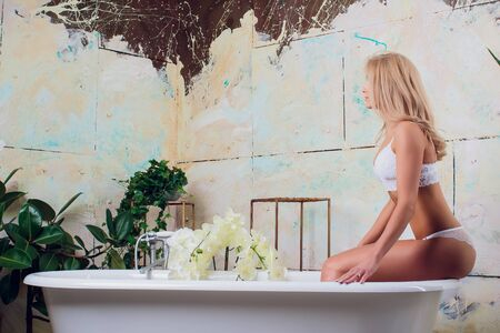 Beautiful young woman relaxing lying in the bathtube Zdjęcie Seryjne