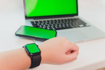 watch by use multiple internet electronic devices with green screen. Archivio Fotografico - 147921381