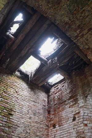 A blank doorway on a grungy decaying brick wall. Standard-Bild - 158742034