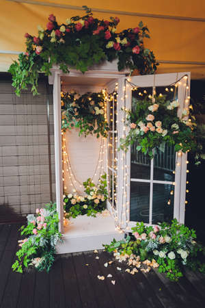 white phone booth and colourful flowers. decoration Standard-Bild - 158724458