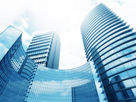 moderne kantoorgebouwen op zonnige hemel achtergrond. 3D render illustratie Stockfoto