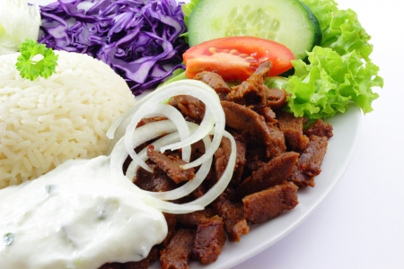 fried rice: Doner with rice, cucumber, tomatoes, beef, red cabbage and salad