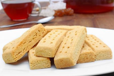 tasty shortbread fingers with black tea Imagens - 20428225