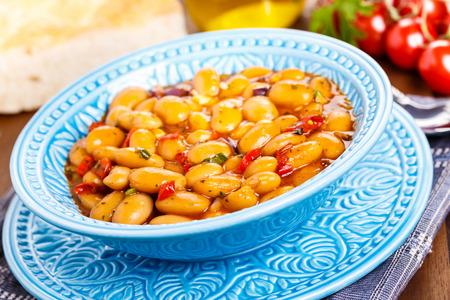 kuru: Hot turkish bean stew with a tasty tomato sauce