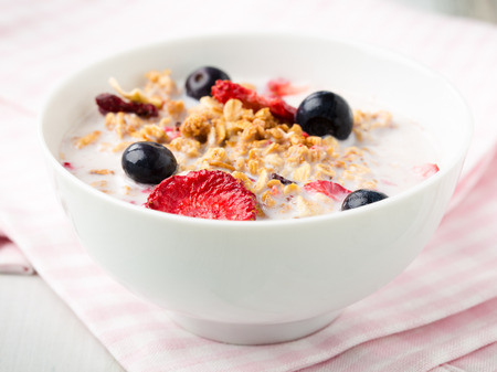 dread: Crispy cereals with dread fruits and fresh blueberries.