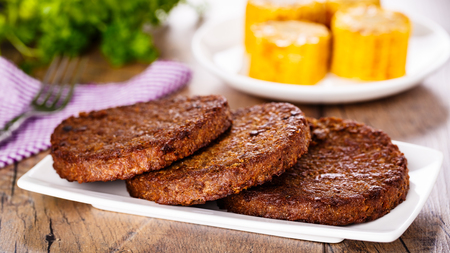 corncob: 3 pieces of grilled beefsteaks with fresh sliced corncob Stock Photo