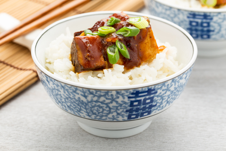 ajo: pieces of smoked barbecue tofu with rice and green onions.