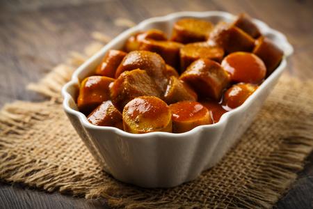 Deutsch Currywurst - Stücke von Currywurst Standard-Bild - 65818133