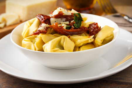 meatless: Tortelloni aglio, olio e peperoncinowith sundried tomatoes, parmesan and basil.