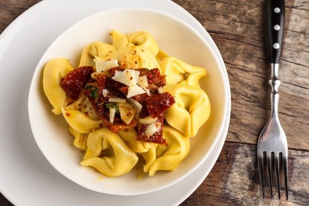 sundried: Tortelloni aglio, olio e peperoncinowith sundried tomatoes, parmesan and basil.