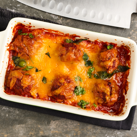 Homemade meatballs au gratin with mozzarella, parmesan and cheddar cheese. Standard-Bild - 98193380