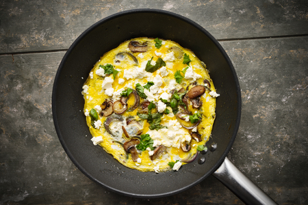 Fresh homemade omelette with mushrooms, feta cheese and herbs. Standard-Bild - 99480362