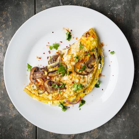 Fresh homemade omelette with mushrooms, feta cheese and herbs. Standard-Bild - 99947242