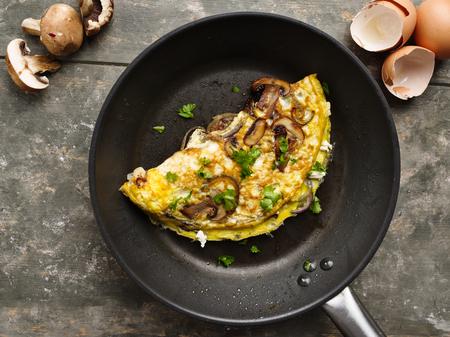 Fresh homemade omelette with mushrooms, feta cheese and herbs. Standard-Bild - 99947258
