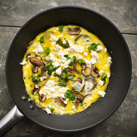 Fresh homemade omelette with mushrooms, feta cheese and herbs. Standard-Bild - 102901653