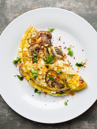 Fresh homemade omelette with mushrooms, feta cheese and herbs. Standard-Bild - 103409859