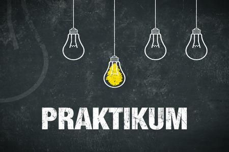 "Banner Internship: german word ""Praktikum"" - text and light bulbs on a chalkboard Standard-Bild - 111759653"
