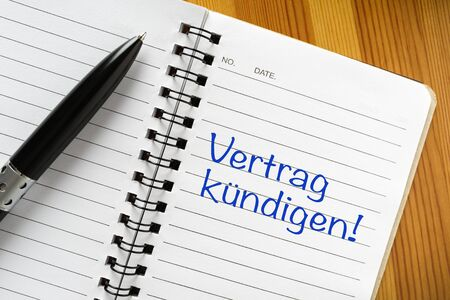 "Notepad with german phrase ""Vertrag kündigen"". Translation: terminate contract."