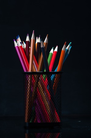 grafit: Heap of multicolored wooden crayons Zdjęcie Seryjne