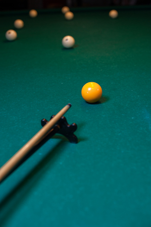 Playing billiard background, cue with snooker ball Banque d'images