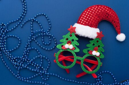 Christmas Headband, Funny Glasses With Green Trees and Beads on Blue Background. 写真素材 - 134356687