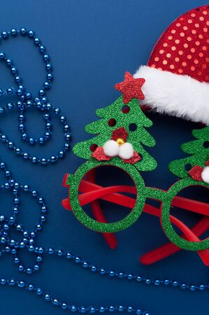 Christmas Headband, Funny Glasses With Green Trees and Beads on Blue Background. 写真素材 - 134356707