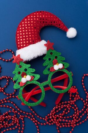 Christmas Headband, Funny Glasses With Green Trees and Beads on Blue Background. 写真素材 - 134356709