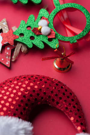 Christmas Decoration Set: Wooden Stars, Funny Glasses And Golden Beads Фото со стока