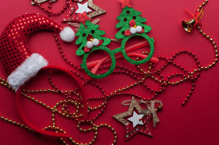 Christmas Decoration Set: Wooden Stars, Funny Glasses And Golden Beads Imagens - 156681585