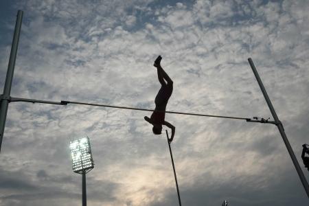 Thessalonique, Grèce - SEPT 12,2009: saut à la perche féminin silhouette finale à l'athlétisme IAAF Monde 2009 Finale Kaftatzoglio stade