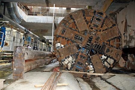 tunnel di luce: Salonicco, Grecia - 2 agosto 2010: Lavori per la costruzione della metropolitana nel centro della citt�