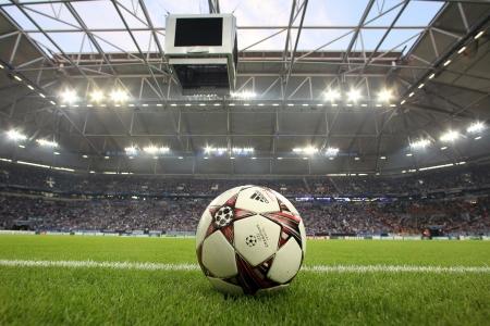Gelsenkirchen, Allemagne -août 21: Ligue des Champions boules de football sur le terrain avant le match Schalke vs PAOK le août 21,2013 à Gelsenkirchen, Allemagne