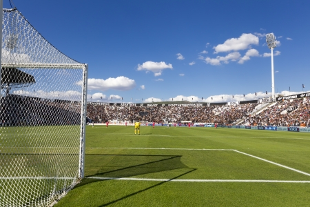 THESSALONIKI, GREECE, -SEPT 22 : Panoramic view of the full Toumba Stadium in the early evening during the Superleague match Paok vs Platanias on September 22, 2013 in Thessaloniki, Greece. 新聞圖片