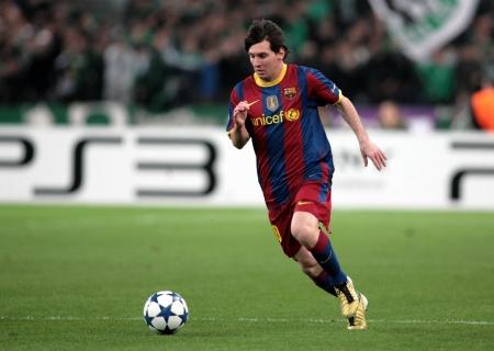 ATHEN, GRIECHENLAND - NOV 24: Messi von Barcelona in Aktion während der UEFA Champions League-Gruppenphase Spiel Panathinaikos vs Barcelona am 24. November 2010 in Athen, Griechenland