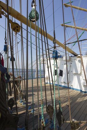 carrucole: Mare corde di canapa e pulegge sulla vecchia imbarcazione nautica