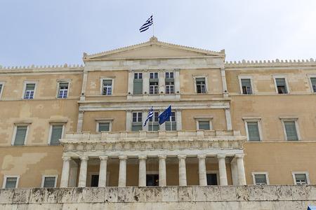 syntagma: Atene - Parlamento ellenico della Grecia Situato nel Parlamento, che domina Piazza Syntagma - Grecia