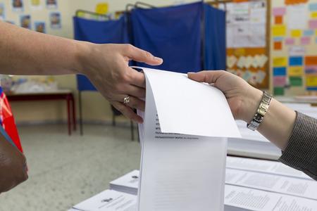 eligible: SALONICCO, GRECIA, 18 maggio 2014: Sintesi durante le elezioni municipali e regionali in Grecia. 10 milioni di greci hanno diritto al voto di Domenica per eleggere sindaci e consigli comunali.