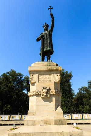 cel: CHISINAU, MOLDOVA- 21 agosto 2014: Monumento di Stefan cel Mare SI Sfant (Stefano il Grande e Santo) nel centro di Chisinau, Moldova. Stefano il Grande fu principe di Moldavia tra il 1457 e il 1504.