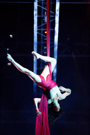 cirque: THESSALONIKI, GREECE - OCTOBER, 1, 2014: Performers skipping Rope at Cirque du Soleils show Quidam Editorial