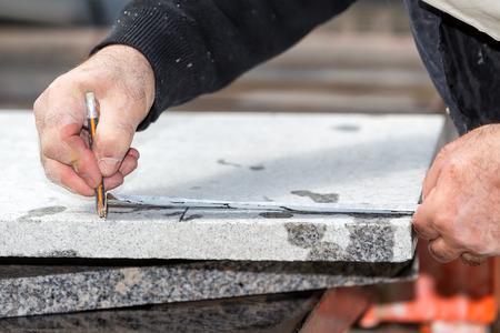 Arbeiter arbeiten, Schneiden von Marmor Cutter