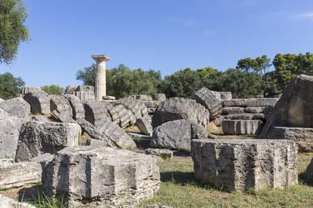 templo griego: Antiguas ruinas del templo de Zeus, Olimpia sitio arqueol�gico Peloponeso Grecia Foto de archivo