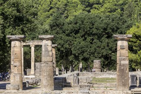 Olympia, Griekenland - 9 augustus 2015: Oude ruïnes van de Philippeion in Olympia, Griekenland. Het Archeologisch Museum van Olympia, het belangrijkste van Griekenland. Redactioneel