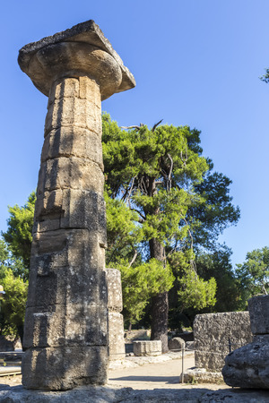 zbytky: Remains of Corinthian column in Olympia, Greece